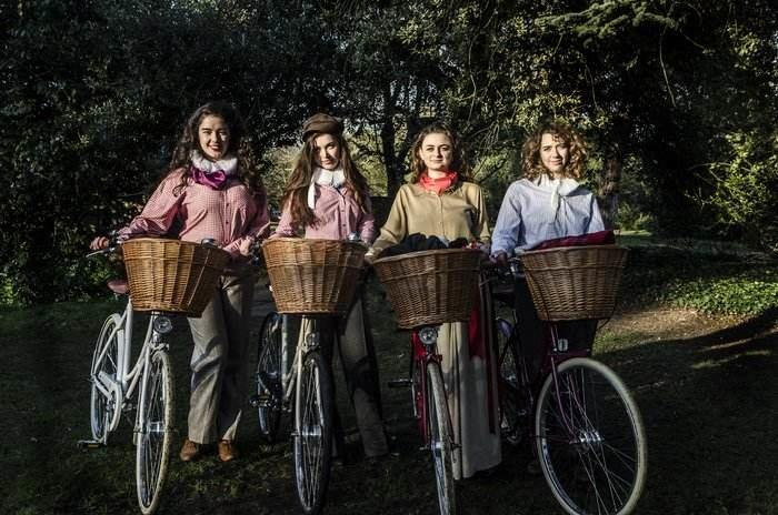 Pedalling Shakespeare - 'Bard on bikes' cycling to the GN Museum for unmissable performance I Love Newcastle
